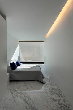 Aluminum Residence / Fran Silvestre Arquitectos