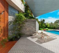 Partenon Kwadrat to kostka brukowa o geometrycznym i równomiernym kształcie. Umożliwia tworzenie niepowtarzalnych kompozycji, nadaje się do wydzielania stref w przestrzeni miejskiej czy przydomowym ogrodzie.