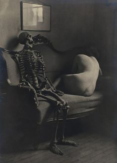 franz fiedler from the portfolio narre tod mein spielgesell fool death my playmate1922 4.jpg (783×1088) #skeleton #franz #death #monochrome #vintage #fiedler #dark #weird #nudes