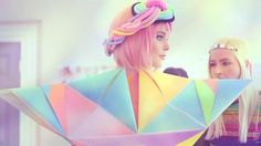 288357605_640.jpg (Obrazek JPEG, 640x360 pikseli) #geometry #marshmallow #design #color #triangle #fashion #rainbow #sweets