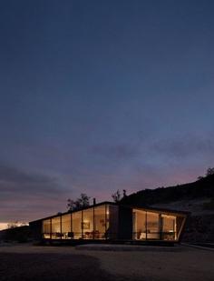Small Mountain Cabin in San Esteban, Chile / Gonzalo Iturriaga Arquitectos