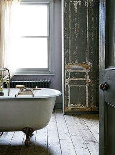 light locations clawfoot tub #interior #design #decor #deco #decoration