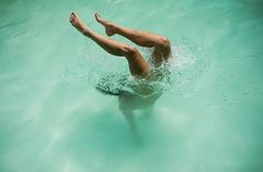 img02.jpg 694×458 pixels #pool #photography #woman #dive