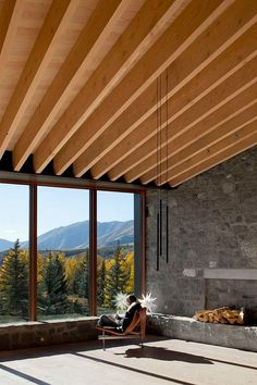Sun Valley House with Exposed Granite and Tough Geometry Form 10