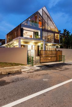 Reconstruction of a Small Bungalow House in Singapore