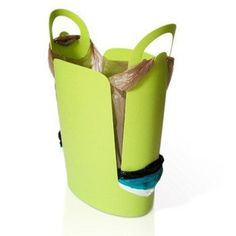 Reduce plastic bag clutter and keep your home clean with this trash bin.