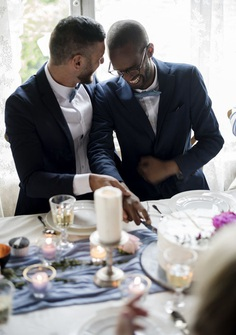The big day is coming, the day two loving hearts start beating as one! Which means it's high time to consider what exactly you are going to say in your wedding toast.