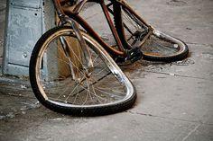 Screen-shot-2010-11-27-at-8.18.59-PM-600x401.png (600×401) #old #destruction #bike
