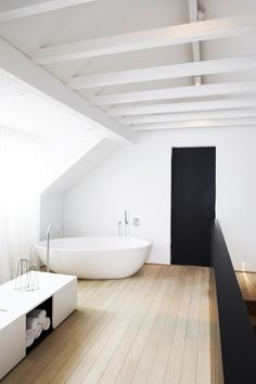 The Design Chaser: Interior Styling | Black Accents in the Bathroom #interior #design #decor #deco #decoration