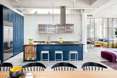 Homy feeling within an industrial shell loft apartment in SoHo by Casamanara - HomeWorldDesign (4) #interior #loft #apartments #design #interiors #soho