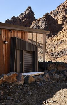 Cafe Knoll Ridge door #mountain #architecture #volcano #caf