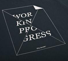 NATRI - work in progress - T-Shirt (charcoal grey): WORK IN PROGRESS - STILL BLANK?