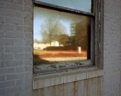 raoul gatepin / Piramid #window #sun #color #decay