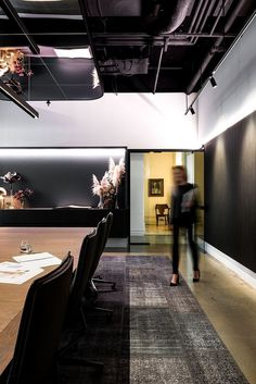 Contemporary Workplace with a Distinctive Hotel-Like Aesthetic 3