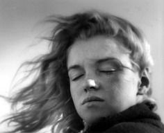 A young Marilyn Monroe photographed by Andre de Dienes Fall, 1946