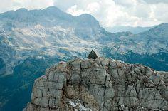 Bivacco Luca Vuerich by Giovanni Pesamosca #cabin #alps #julian