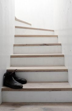 Stairs with wooden treads. Strandwood House by Kilian Piltz and Wolgang Warnkross. © Edzard Piltz. #staircase