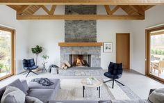 A Light-Filled Country Ranch in Rural British Columbia 12