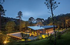 Metallic structure house