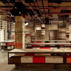 REV Architecture : Boutique Levi's - MUUUZ - Architecture & Design #interior #concrete #design #deco #decoration