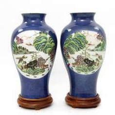 Few Vasen mit famille verte ' -Dekor. CHINA, Kangxi-Period (1662-1722) #Sets #Teasets #Porcelainsets #Antiqueplates #Plates #Wallplates #Figures #Porcelainfigurines #porcelain