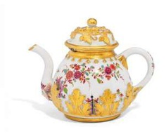 TEA POT WITH INDIAN FLOWER, AND PLACED LEAVES OF ACANTHUS. Meissen. To 1730/35. #Sets #Teasets #Porcelainsets #Antiqueplates #Plates #Wallplates #Figures #Porcelainfigurines #porcelain