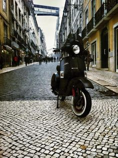 Mr. Tiago Barreiros Ride (& pic), you know Where. #black #wishlist #matt #vespa #moped