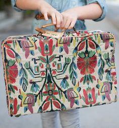 R\\\'Belle Girls Printed Suitcase