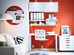 Armarios de pared BESTÅ blancos con puertas blancas y estantes de pared EKBY JÄRPEN/EKBY BJÄRNUM blancos #interior #design #decor
