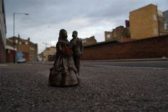 cement miniature sculptures artist isaac cordal 12