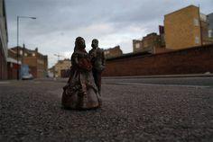 cement miniature sculptures artist isaac cordal 12 #photography #cement #sculpture #art
