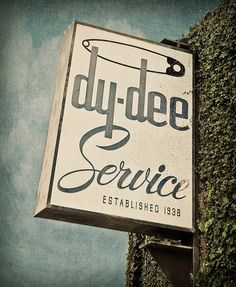 Expresh-Letters-Blog_01.jpg 600×730 pixels #lettering #script #dee #sign #service #signage #outdoor #dy #1938 #typography