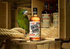 Tres Tipos Gráficos #beverage #alcoholic #contrabando #packaging #rum