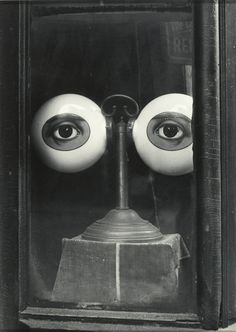 Irving Penn Optician's shop window, 1939 #optician #white #eyes #shop #black #photography #strange #vintage #and #window