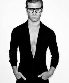 Fashion photography (Nick Evans by Al Bruni, vialovingmalemodels)