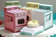 Retro oven packaging by Claudine Hellmuth #oven #retro #cupcake