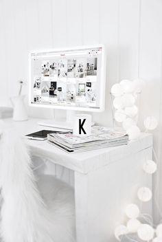 La maison blanche: Foto #computer #desk #monitor #white