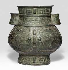 'hu'shaped Vase made from Bronze in archaic style