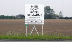HOTEL DE MARNE Building Sign