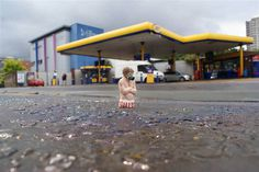 cement miniature sculptures artist isaac cordal (7) #photography #cement #sculpture #art