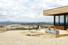 Off-Grid Retreat / Ben Callery Architects
