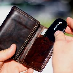 Wallet TrackR #tech #flow #gadget #gift #ideas #cool