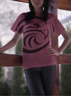 Free Woman T-Shirt Mockup PSD