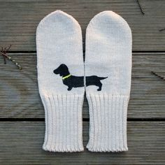 Cute dachshund mittens! #accesories #knitting #fashion #mittens #dog