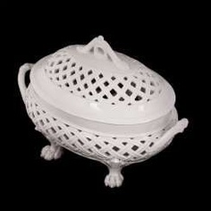 Vase with lid in classical style #Sets #Teasets #Porcelainsets #Antiqueplates #Plates #Wallplates #Figures #Porcelainfigurines #porcelain