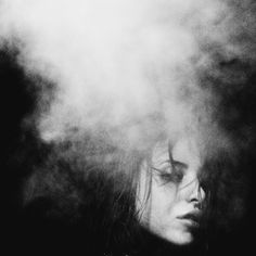 tumblr_ljvcy6eYzb1qb7rub.jpg (JPEG Imagen, 500x500 pixels) #woman #punk #photography #smoke