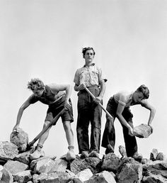 Black and White Photography by Roman Vishniac #inspiration #white #black #photography #and