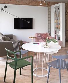 Small Urban Chic Apartment by Olha Wood - InteriorZine