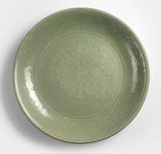 Large Longquan dish with decor of Rankwerk and geometric pattern #Sets #Teasets #Porcelainsets #Antiqueplates #Plates #Wallplates #Figures #Porcelainfigurines #porcelain