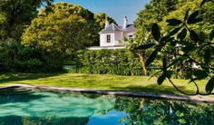 Built in the late 1850s, this beautiful 5 bedroom villa or house with private pool is located minutes walk from Queen St, Woollahra and close to the city. Book with Villa Getaways.